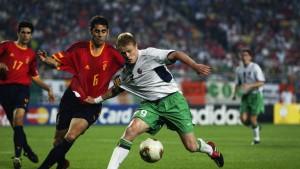 fernando-hierro-spain-damien-duff-republic-of-ireland-2002-world-cup_3480097