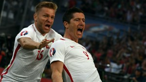 lewandowski-celebrates-poland-portugal-euro-2016_1mgo0yjknnhrs1g5qp30n256rf